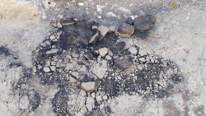 Житомиряни скаржаться, що на Параджанова фури знищили асфальтне покриття