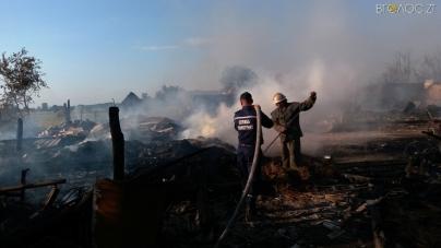 Рятуючи домашніх тварин, сестри отримали численні опіки на пожежі у Баранівському районі (ФОТО)