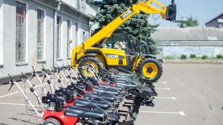У Житомирі показали нову техніку для прибирання вулиць (ФОТО)