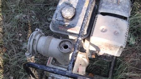 130 мотопомп, 40 транспортних засобів поліція вилучила з незаконних копалень бурштину за півроку
