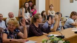 У міській раді визначили без тендеру, хто закінчить класти плитку на Театральній