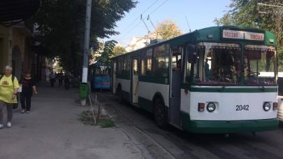 На вулиці Київській пасажирам довелося на 10 хвилин довше чекати тролейбуса