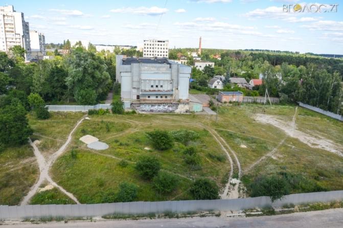 Невідомий забудовник хоче спорудити багатоповерхівку на стадіоні, що на Корбутівці (ВІДЕО)