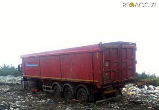 В Баранівському районі виявили фуру з «львівським сміттям»