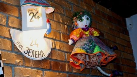 """У Житомирі відкрилася виставка ляльок """"Подорож у Королівство муз"""" (ФОТО)"""