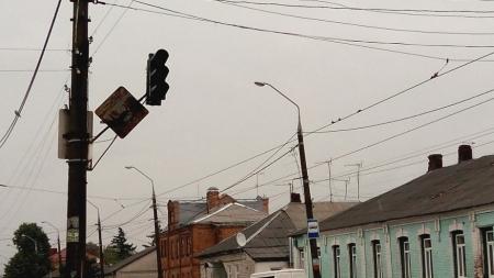 На перехресті вулиць Бориса Тена-Хлібна знову не працюють світлофори