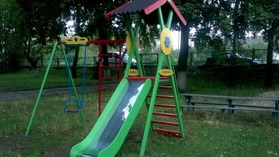 Житомиряни просять замінити старі дитячі майданчики у садочках на нові