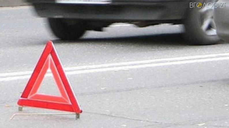 У Бердичеві водій іномарки на пішохідному переході наїхав на двох дівчат