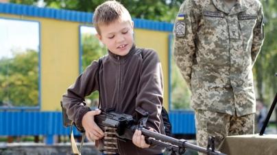 День відкритих дверей: у військовому інституті показували бойову техніку та частували «польовою» кашею (ФОТО)