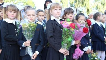 Перший дзвоник в Ємільчиному учні відсвяткували в оновленій школі (ФОТО)