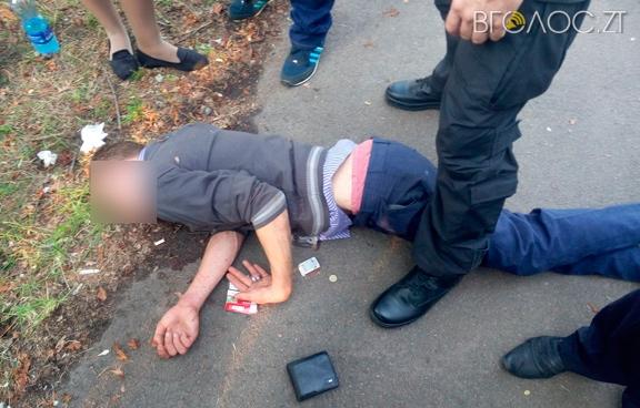 Затримали 19-річного коростенця, який підпалив три іномарки, щоб приховати сліди своїх крадіжок (ФОТО)