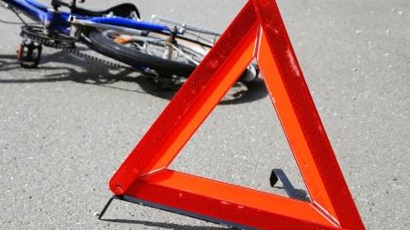 У Житомирському районі автомобіль збив велосипедиста, який перетинав проїжджу частину
