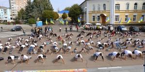 Житомирські студенти просто неба «віджалися» 22 рази (ФОТО)