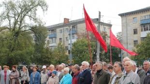 Близько півсотні пенсіонерів прийшли до пам'ятника партизанам-підпільникам