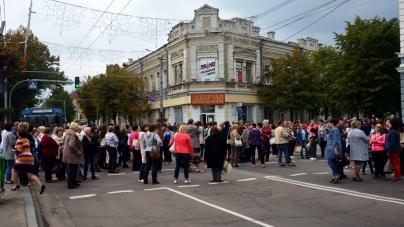Мітинг біля міської ради: медики вимагають свою зарплату (ОНОВЛЕНО)