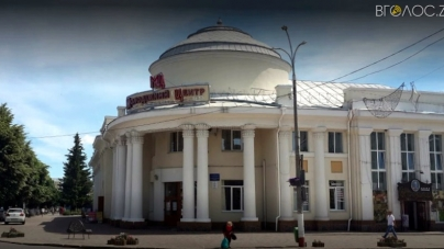 Рештки вцілілого даху молодіжного центру у Новограді передадуть комунальникам
