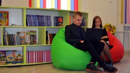 Перша леді України відкрила новостворену медіатеку у Житомирі (ФОТО)