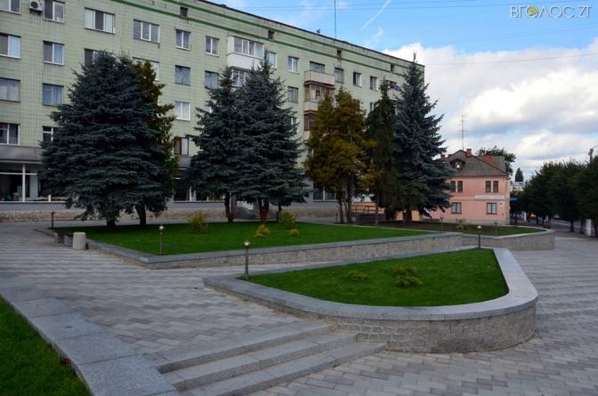 Сквер імені Ольжича реконструювали, але місце для пам'ятника відомому земляку досі пустує (ФОТО)