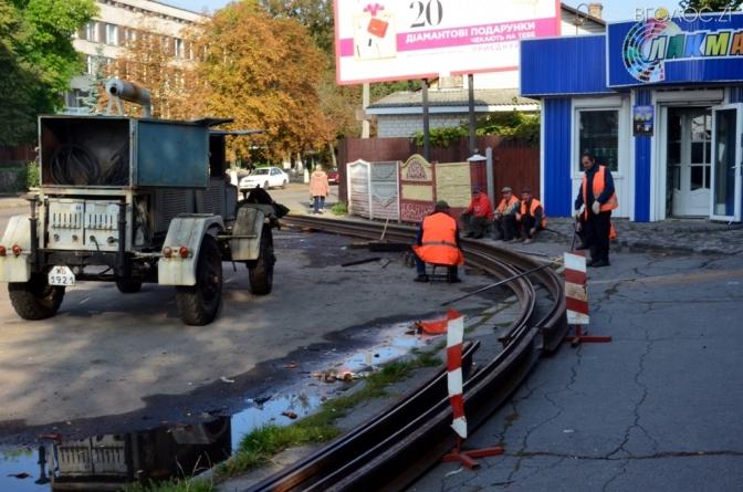 На розі вулиць Небесної Сотні та Михайла Грушевського замінюють трамвайні рейки