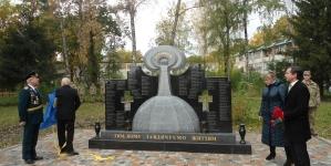 У Новогуйвинському відкрили пам'ятник жертвам і ліквідаторам аварії на ЧАЕС (ФОТО)