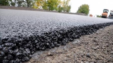 Фірму, яка ремонтує дорогу по Параджанова, позбавлять сплати за порушення благоустрою