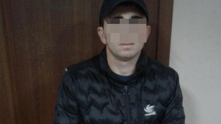 Поліцейські Житомирщини у столиці затримали іноземця, який пограбував жінку (ФОТО)