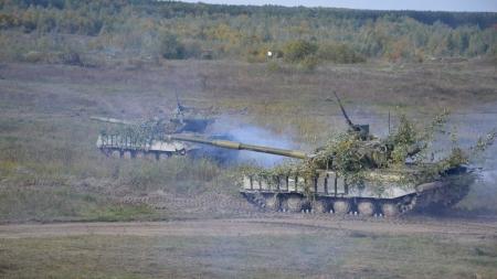 Під Житомиром військові відпрацьовували нові тактичні прийоми для оборони та наступу (ФОТО)