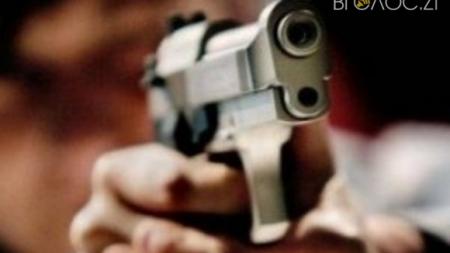 Коростень: в одній із квартир хлопець випадково підстрелив 23-річну дівчину