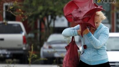 Штормове попередження: жителів області просять не виходити на вулицю