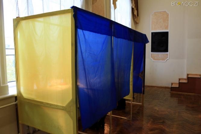 У Коростені деякі виборці голосували до офіційного відкриття дільниці