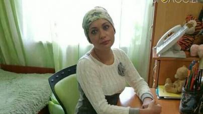 34-річна житомирянка Олена Корнеєва потребує термінової допомоги. У жінки рак