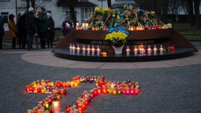 Житомиряни вшанували жертв голодоморів (ФОТО)