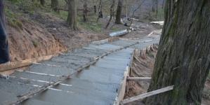 Як будують пішохідну доріжку та сходи до річки Кам'янки (ФОТО)