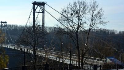 Двоє нетверезих хлопців впали з мостів у Житомирі