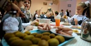 Нітрати у питній воді та недовкладання продуктів: в області перевірили школи та садочки