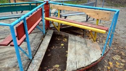 У декількох дворах житомирських багатоповерхівок з'являться нові дитячі майданчики