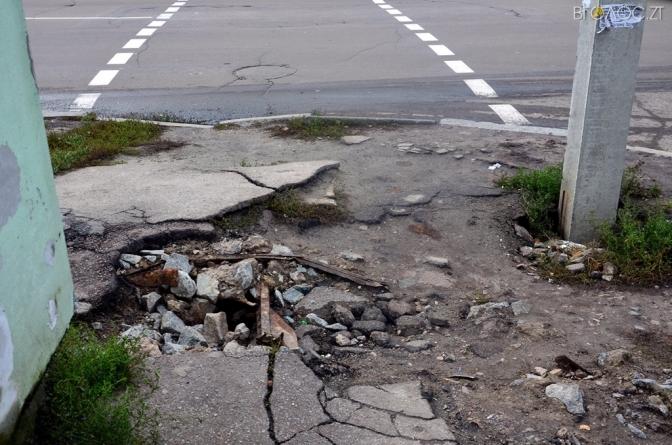 Житомиряни скаржаться, що пересуватися тротуарами міста небезпечно