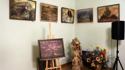 У Житомирі презентували художню виставку «…Десь на землі» (ФОТО)