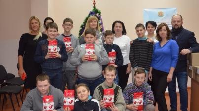 """Депутати """"Батьківщини"""" привітали вихованців інтернату із новорічними святами"""