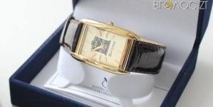 Сухомлин нагородить іменними годинниками начальника ЖЕКу і директора художньої школи
