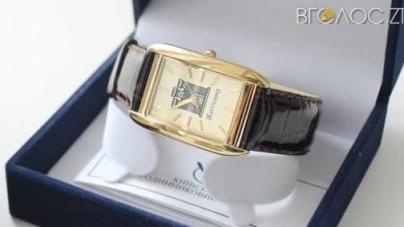 Іменними годинниками міського голови нагородили двох житомирських вчителів