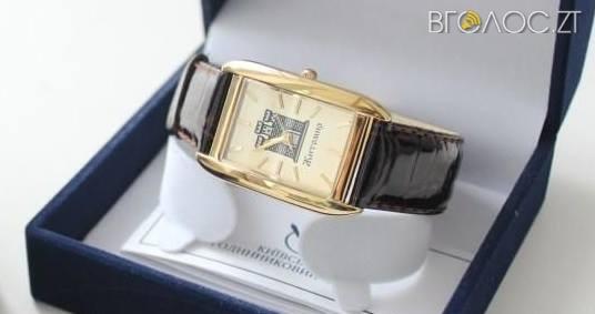 Сухомлин нагородив комунальника та спортсмена іменними годинниками