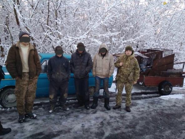 Житомирські прикордонники затримали групу людей, які вивозили металобрухт із зони ЧАЕС