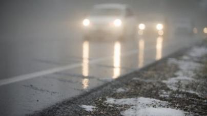 Сніг та ожеледиця: дорожники попередили водіїв про ускладнення погодних умов
