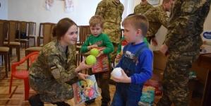 Житомирські курсанти на Різдво завітали до дітей в обласний інтернат (ФОТО)