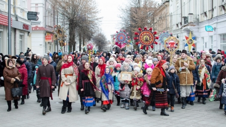 До Житомира з'їхалися «професійні» колядники та щедрівники (ФОТО)