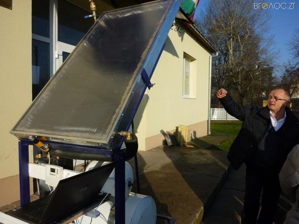 Словацькі умільці навчили українців гріти воду сонячною енергією