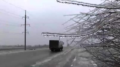 Сніг та ожеледиця: дорожники області попередили водіїв про ускладнення погодних умов