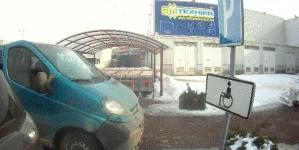 У Житомирі оштрафували двох водіїв, які припаркувалися на місцях для людей з інвалідністю
