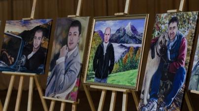 У житомирській філармонії відбулася благодійна виставка «Невидима варта»